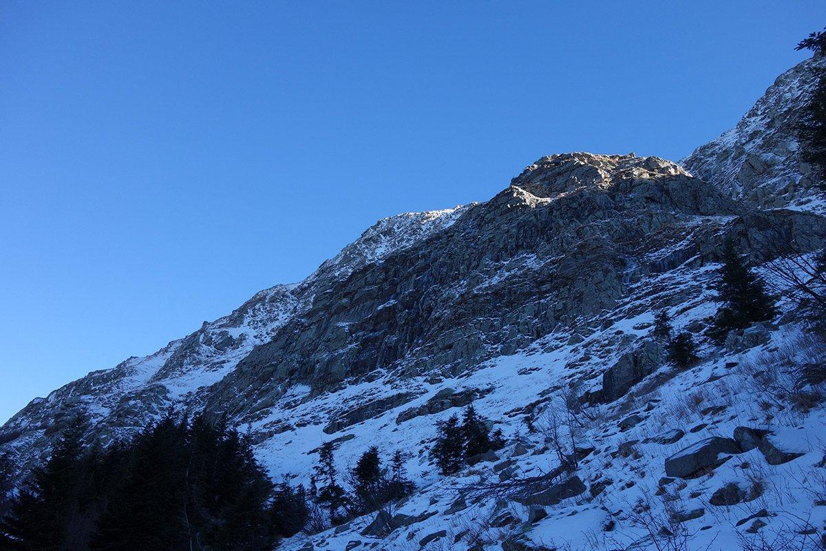 Alla base del versante occidentale del Roccabiasca
