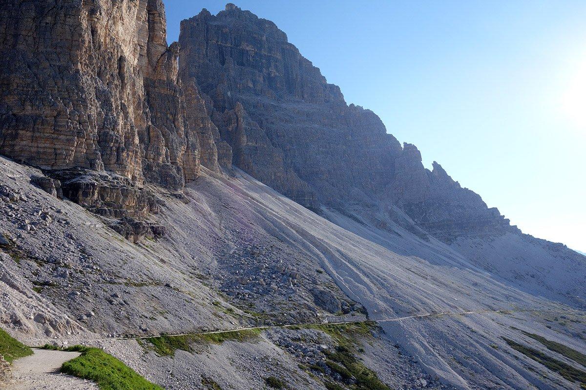 Il sentiero che porta al Rifugio Lavaredo (insolitamente deserto)