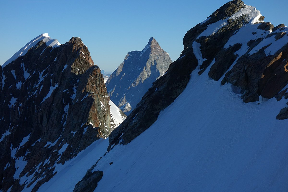 Il Cervino stretto tra l'Orientale e il Gemello del Breithorn